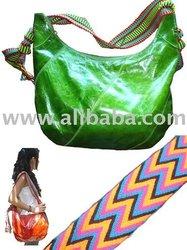 Bolsos en cuero con correa en tejido Wayuu