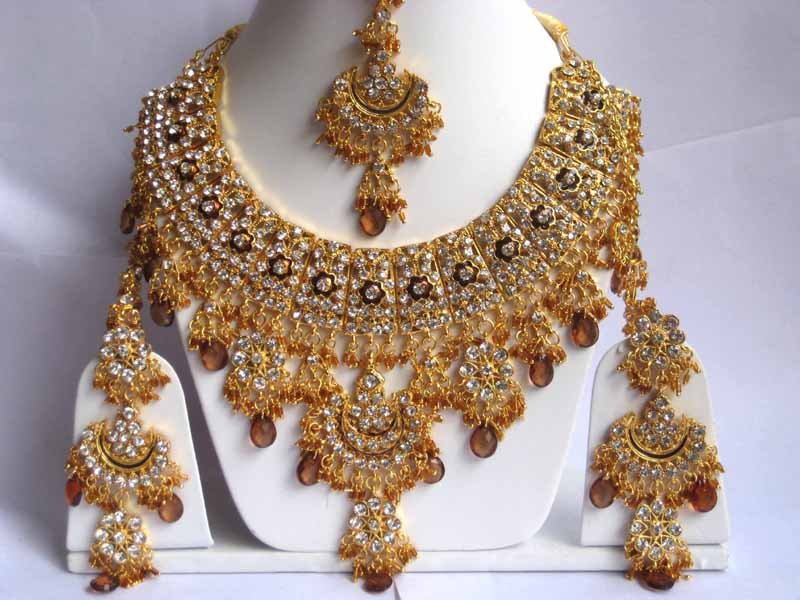 22 Kt Gold Bridal Necklace And Earing Sets 22kt