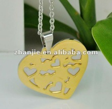 Elegant coulomb is heart and the key pendant for girls
