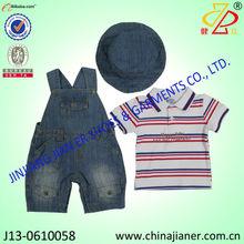 Vestuário infantil define com a t-shirt jardineira e chapéu para lovely baby