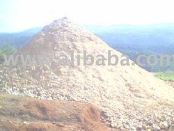 pasir kuarsa dan tanah liat (clay)