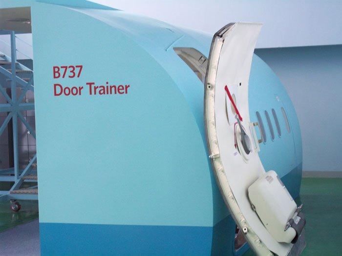 B737 Aircraft Door Training System