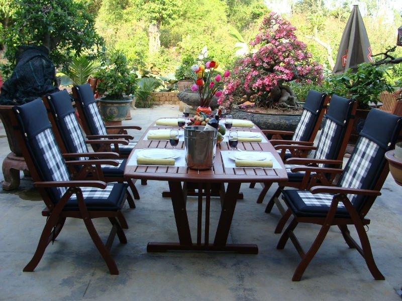 Dobrável define 4 - Oval de madeira mesa e cadeiras de posição com almofadas
