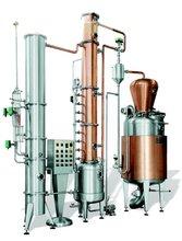 Batch alcohol distiller for fermented fruit