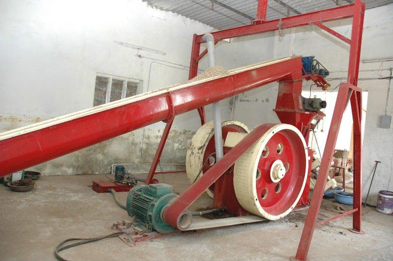 BRICKET MACHINE