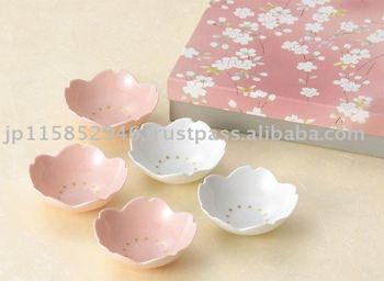 Enjoy Japanese traditional design unochiyo dish set