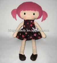 peluche de felpa muñeca de trapo en negro y falda de color rojo