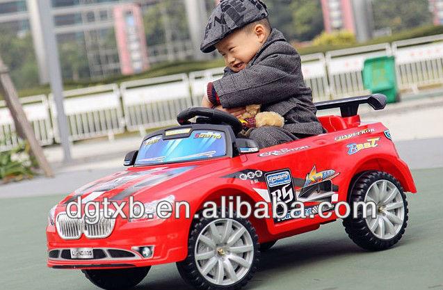 Crianças passeio em carro carro do brinquedo recarregável