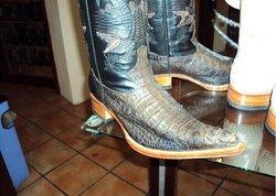 botas y zapatos exoticos de mantarraya cocodrilo avestruz etc...