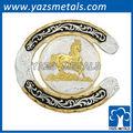forma a ferro di cavallo western fibbia della cintura con cavallo al galoppo