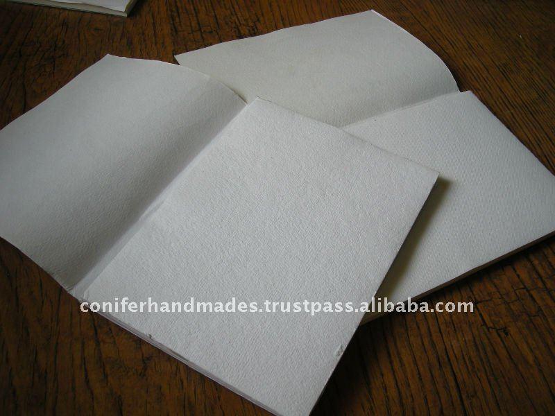 أوراق الرسم اليدوي في مختلف الأحجام