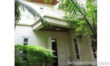 Le case poco costose piacevoli di prezzi per affitto nelle sale d'esposizione degli uffici delle ville delle case dell'ha Noi affittano la proprietà del bene immobile