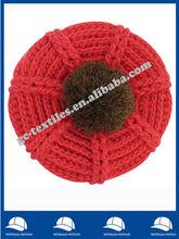Boina vermelha com a esfera grande