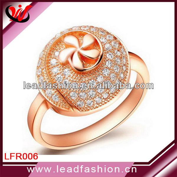 Nep Diamanten Ring Pave Nep Diamanten Ring