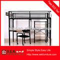 negro de hierro camas con biblioteca y escritorio y una silla