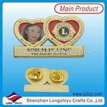 Lion club gold plated double heart cheap custom enamel pin badge/emblem/souvenir custom metal lapel pin badge