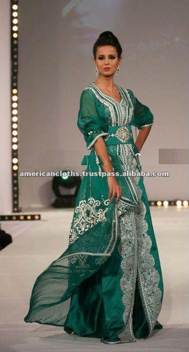 de color verde oscuro con caftán bordado completo