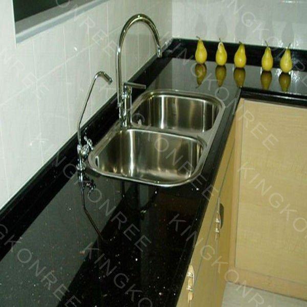 สีดำจักรวาลบนเคาน์เตอร์ห้องครัว