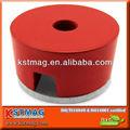 Imán de herradura hecho de la aleación de acero, de forma cilíndrica, con agujero cilíndrico, pintado en rojo