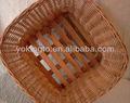 cestas de palha e bandejas