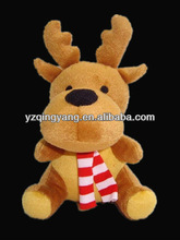 New design christmas day gift toy stuffed plush giraffe in red and white scarf toy for kids