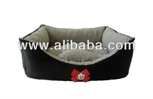 Decorative cotton-velvet pet bed