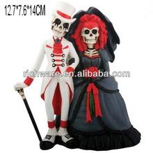 Hot sale polyresin skull couple figurine halloween wedding cake toppers