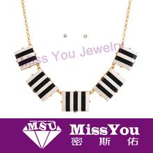 Delicate stripe pattern wedding jewelry set in yiwu market