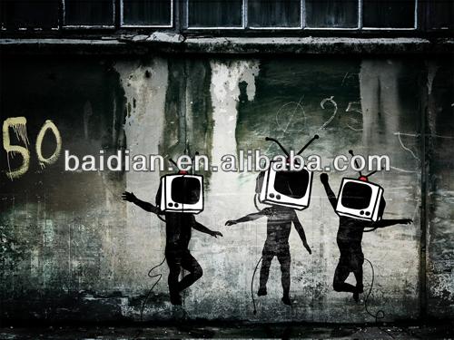 اللوحة على الجدران الاطفال في اللعب