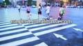 зебры линии краски в городе дороги