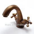 Mais novo design latão deck montado handle dupla antique torneira