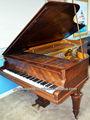 بيانو العتيقة.