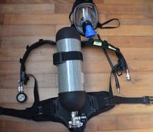 Un aparato de respiración portátil usado para de lucha contra incendios