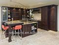gabinete de cocina de madera de las pieles de color