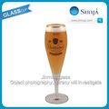 eine sehr kurvige belgischen stammten bierglas dekorative benutzerdefinierte logo goldrand hochwertige tulpe bierglas