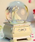 Polyresin+glass 120mm wedding snow globe