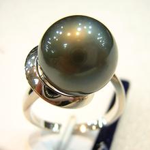 black tahitian pearl and gold diamond ring