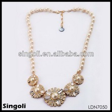 elegant beautiful friendship pearl chain gold round flower pendant necklace
