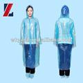 Azul desechables capa de lluvia. Se hecha de polietileno