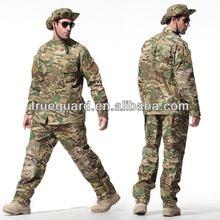 Nueva promoción uniforme en el ejército uniforme
