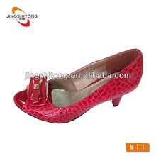 Crocodile embossed leather women spring court shoe