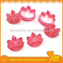 Bulk plastic tin cookie mold set