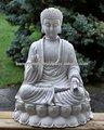 Médio branco estátua de buda- a luz de cimento, stone estátua de buda- vidros estátua ao ar livre