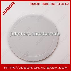 white cardboard cake circle
