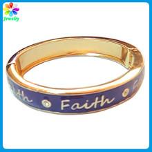 2014 New Arrival Spanish 'Faith' Word Hinge Closure Gold Bracelet Designs Women