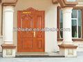 nuevo de madera maciza exterior frente a la puerta de entrada