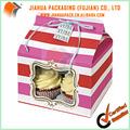 Cajas de la magdalena y cajas de torta con la ventana
