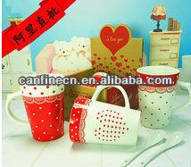 V-shape porcelain mug for lovers