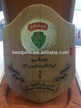 Kuwait palabra grabada de trofeos con el metal de la moneda fija en