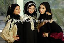 Modeling Wear Fancy Abaya